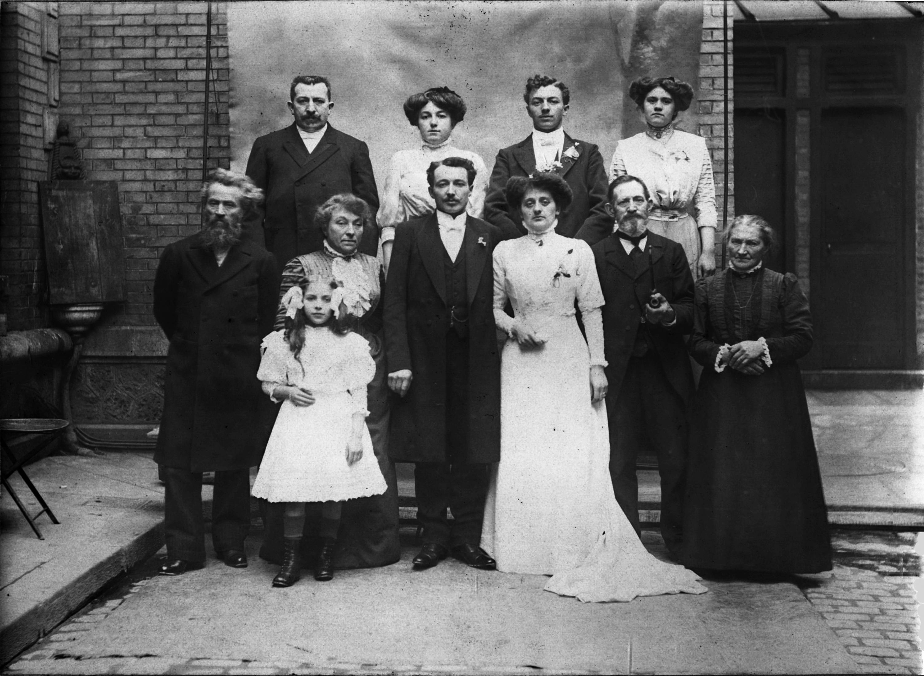 Couple Vivier, (1er r à g) Bernard Pierre et Mme (Mariés) (Collection famille Pierre-Velluet)