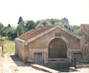 Le lavoir avant la restauration de 1990 (Collection SHCB)