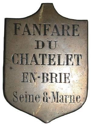 Insignes de la Fanfare du Châtelet et de la Lyre châtelaine (Collection SHCB).