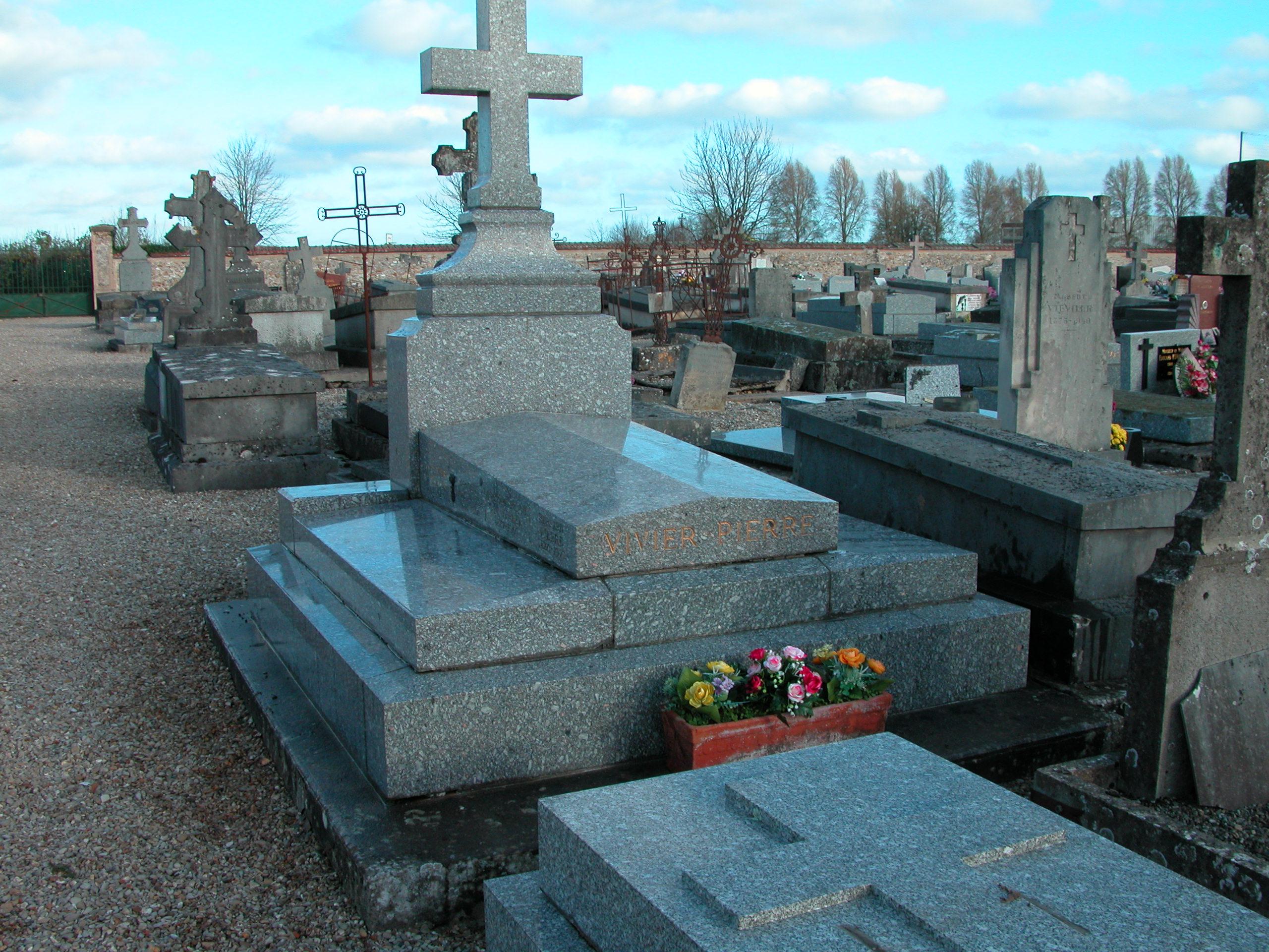 Tombe de P. Vivier et de sa famille