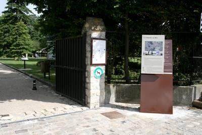 Entrée du château des Dames (photo: SHCB)