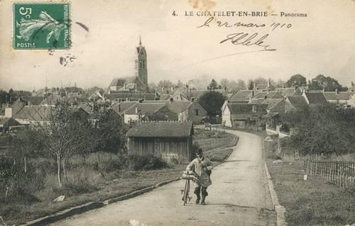 Le facteur rural Saül Lefort partant en tournée sur la route des Ecrennes Carte postale exp édiée le 22 mars 1910 (Collection SHCB).